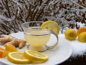 Os melhores sucos detox para uma limpeza saudável