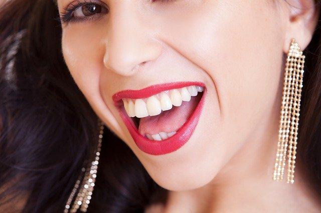 5 dicas naturais para dentes brancos