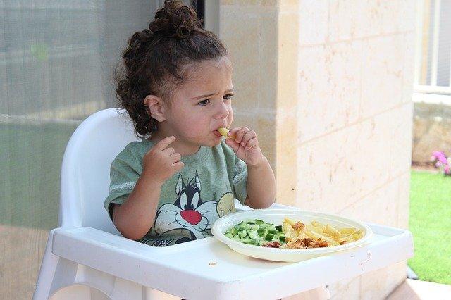 Crianças com dificuldades de comer diariamente