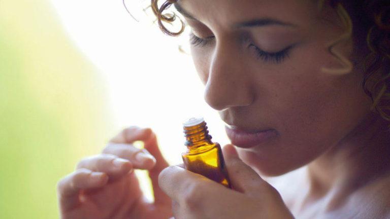 Óleos essenciais: efeitos e usos para a saúde