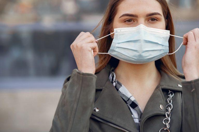 Entenda como a COVID-19 pode afetar a sua saúde bucal