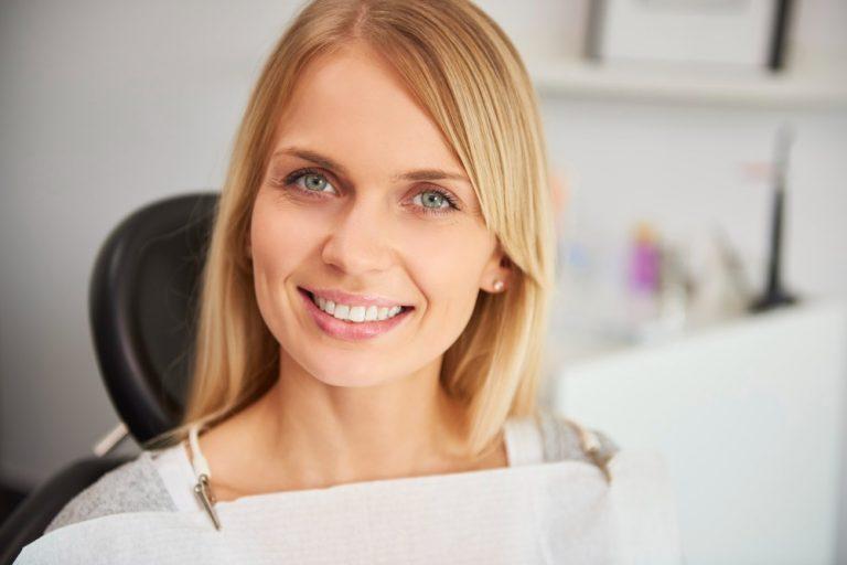 Conheça os principais tipos de clareamento dental